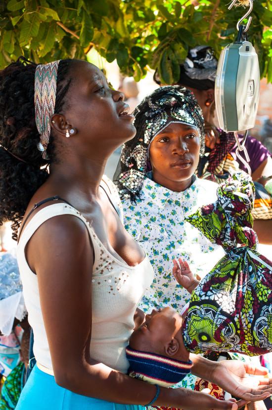 help2kids Malawi, Gesundheitszentrum: Gesunde Baby-Sets für Neugeborene